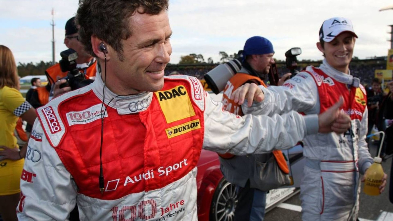 Tom Kristensen (DNK), Audi A4 DTM saying hello to Oliver Jarvis (GBR), Hockenheimring, 25.10.2009 Hockenheim, Germany