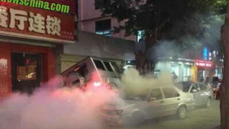 Intoxicated Mercedes-Benz G55 AMG driver crashes six cars and runs away on foot