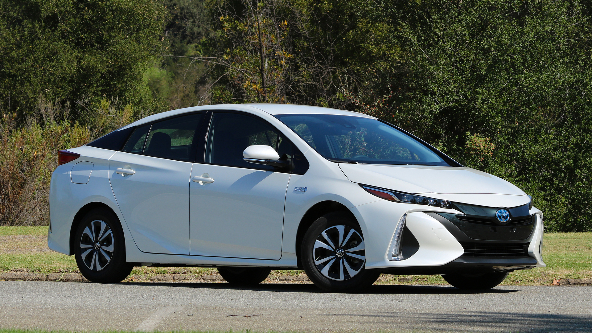 first drive 2017 toyota prius prime. Black Bedroom Furniture Sets. Home Design Ideas