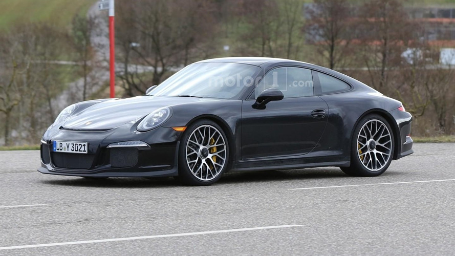 Undisguised Porsche 911 R spied with pre-facelift lights
