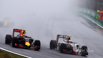 (L to R): Max Verstappen, Red Bull Racing RB12 and Esteban Gutierrez, Haas F1 Team VF-16 battle for position