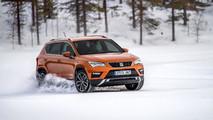 Juha Kankkunen conduciendo el SEAT Ateca sobre la nieve