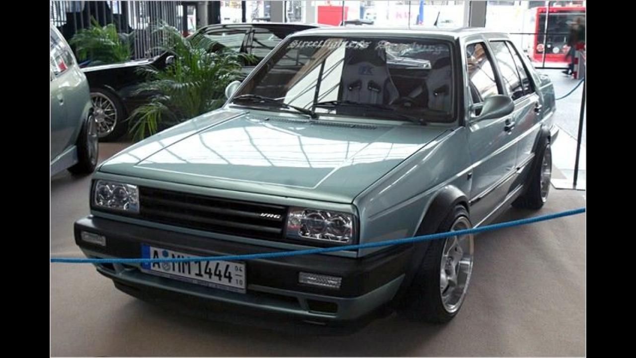 Wirklich mit Sechszylinder-Motor? Dieser VW Jetta mit VR6-Logo und aus den Höhlen tretenden Felgen