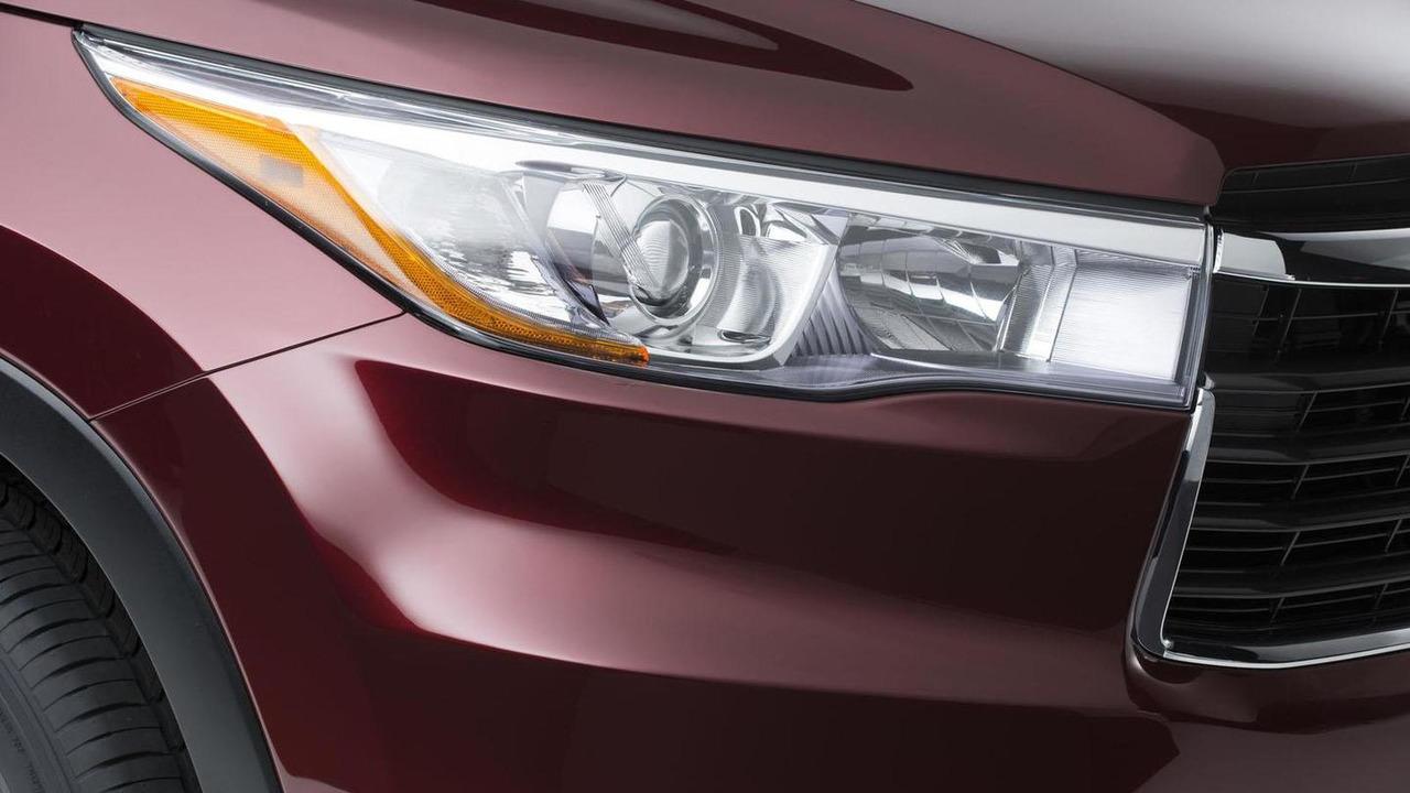 2014 Toyota Highlander teaser image 21.3.2013