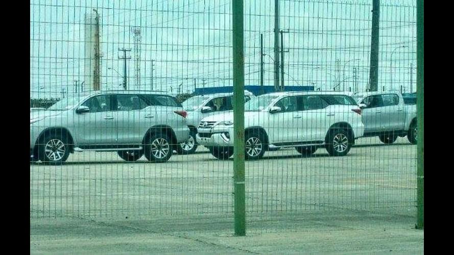 Flagra! Novo Toyota SW4 já está em centro de distribuição no Brasil