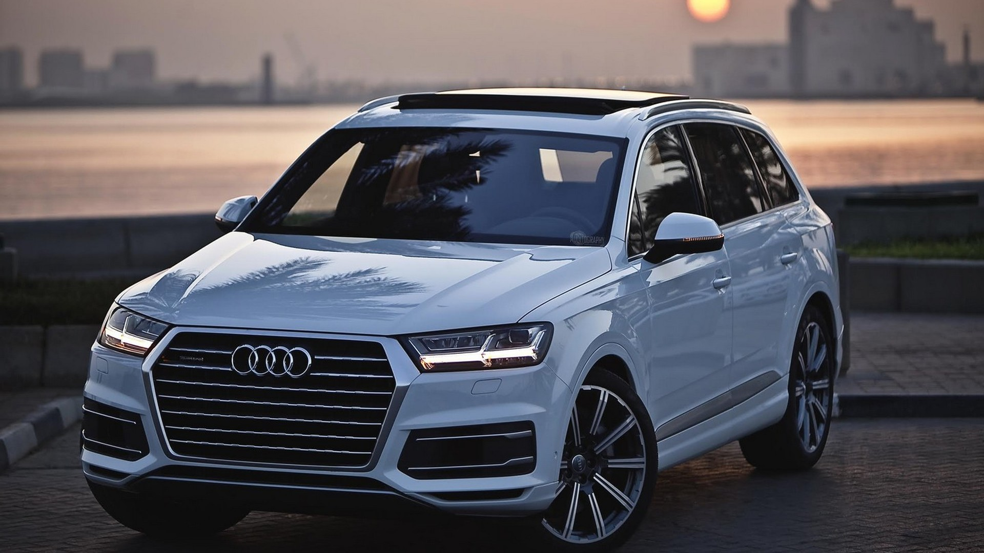2015 audi q7 3 0 tfsi travels to doha for an excellent photo session. Black Bedroom Furniture Sets. Home Design Ideas