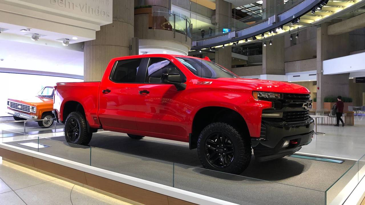 2019 chevy silverado 3 0l diesel updated v8s and 450 fewer pounds. Black Bedroom Furniture Sets. Home Design Ideas