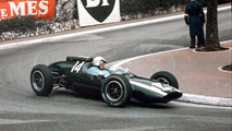 Bruce McLaren - Bruce McLaren, uno de los pilotos más jóvenes en debutar en aquella época, ganó el Gran Premio de Mónaco en 1962 con Cooper. Sería la tercera de sus cuatro victorias en la máxima categoría.  Photo by: LAT Images
