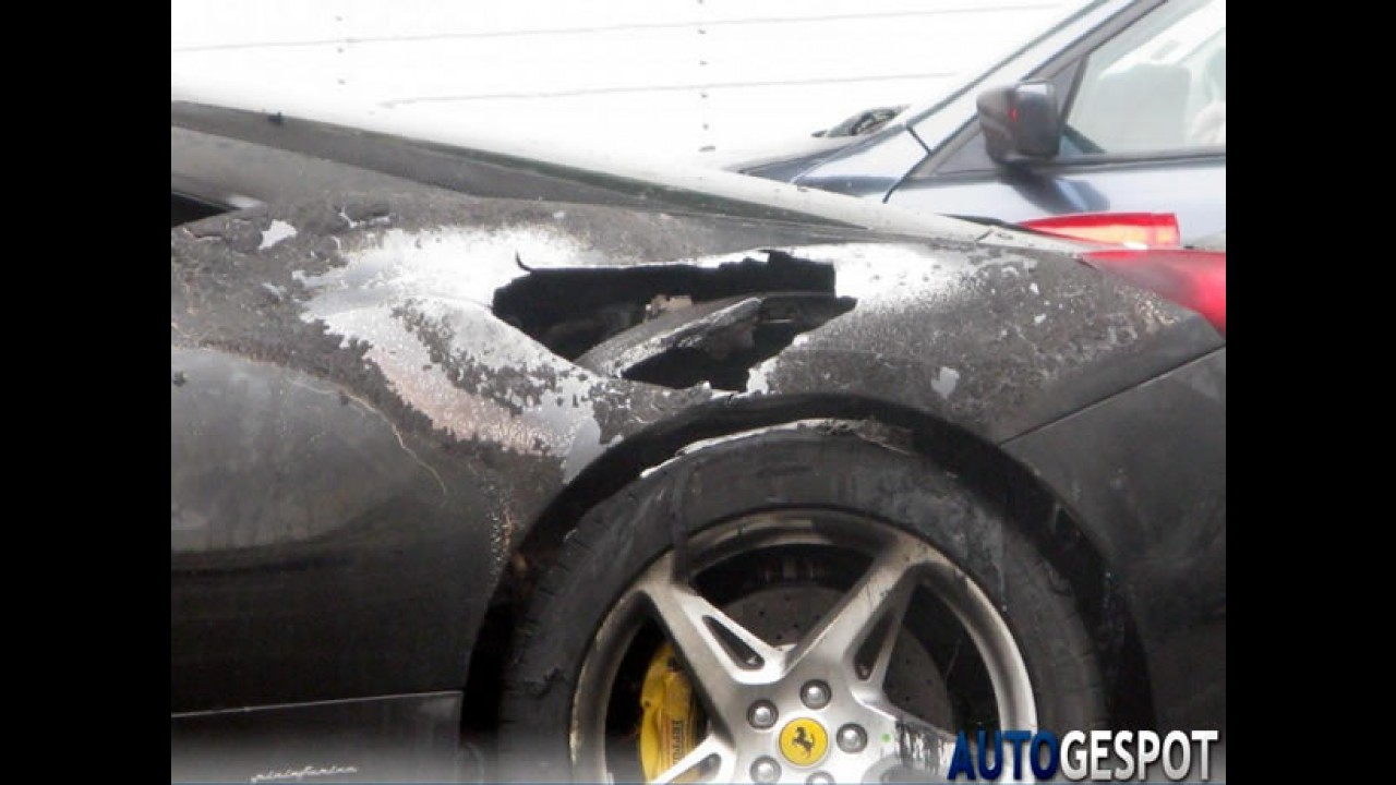 Mais uma! Ferrari 458 Italia pega fogo em Paris