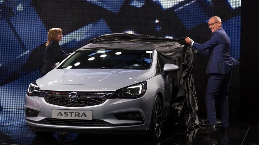 Opel Astra arrives in Frankfurt with 30,000 pre-orders