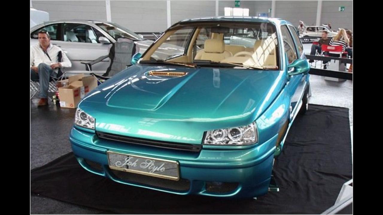 Ordentlich angezogen hat sich auch dieser Renault Clio für seinen Messeauftritt