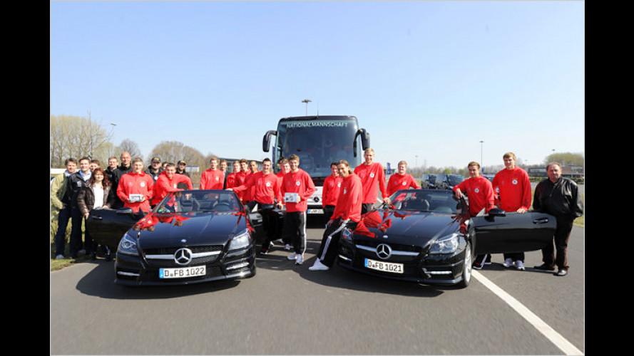Deutsche Nationalspieler testen den neuen Mercedes SLK