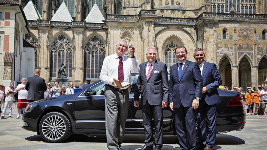 Skoda shows off their Superb presidential limo