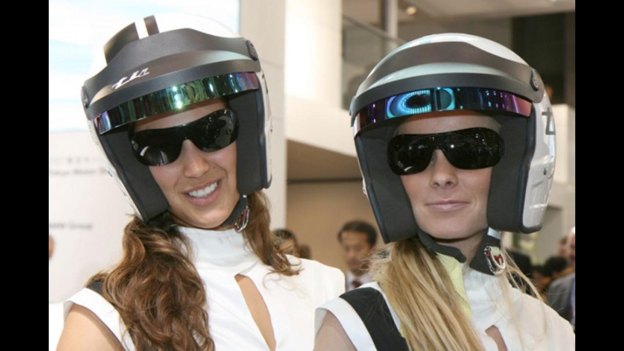 Der Besucherandrang erfordert bisweilen eine sichere Kopfbedeckung
