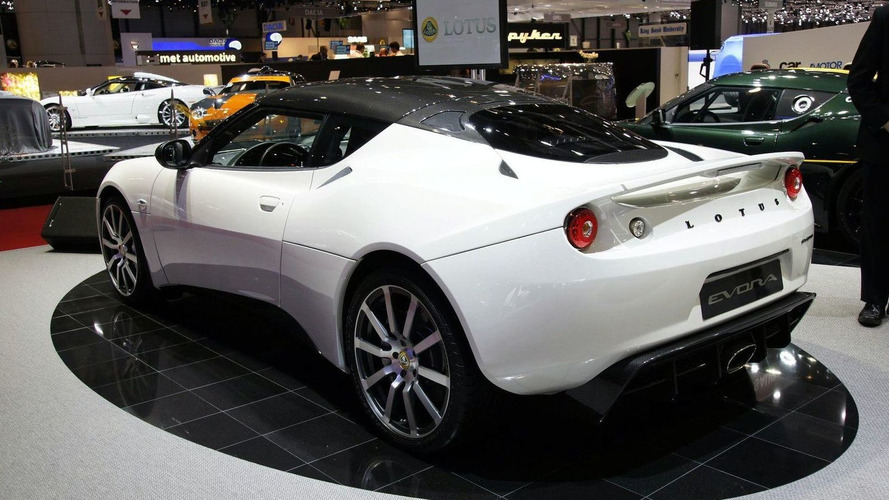 https://icdn-5.motor1.com/images/mgl/AKzRP/s4/2010-195673-lotus-evora-carbon-concept-live-in-geneva-02-03-20101.jpg