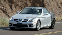 Mercedes SLK Spied with Retractable Glass Roof