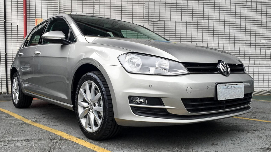 Volkswagen tira Golf 1.6 e Jetta manual do site
