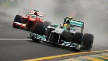 Lewis Hamilton, Mercedes AMG F1 W04 leads Fernando Alonso, Ferrari F138.