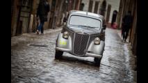 Outside Mille Miglia, Kasia Smutniak su Lancia Ardea