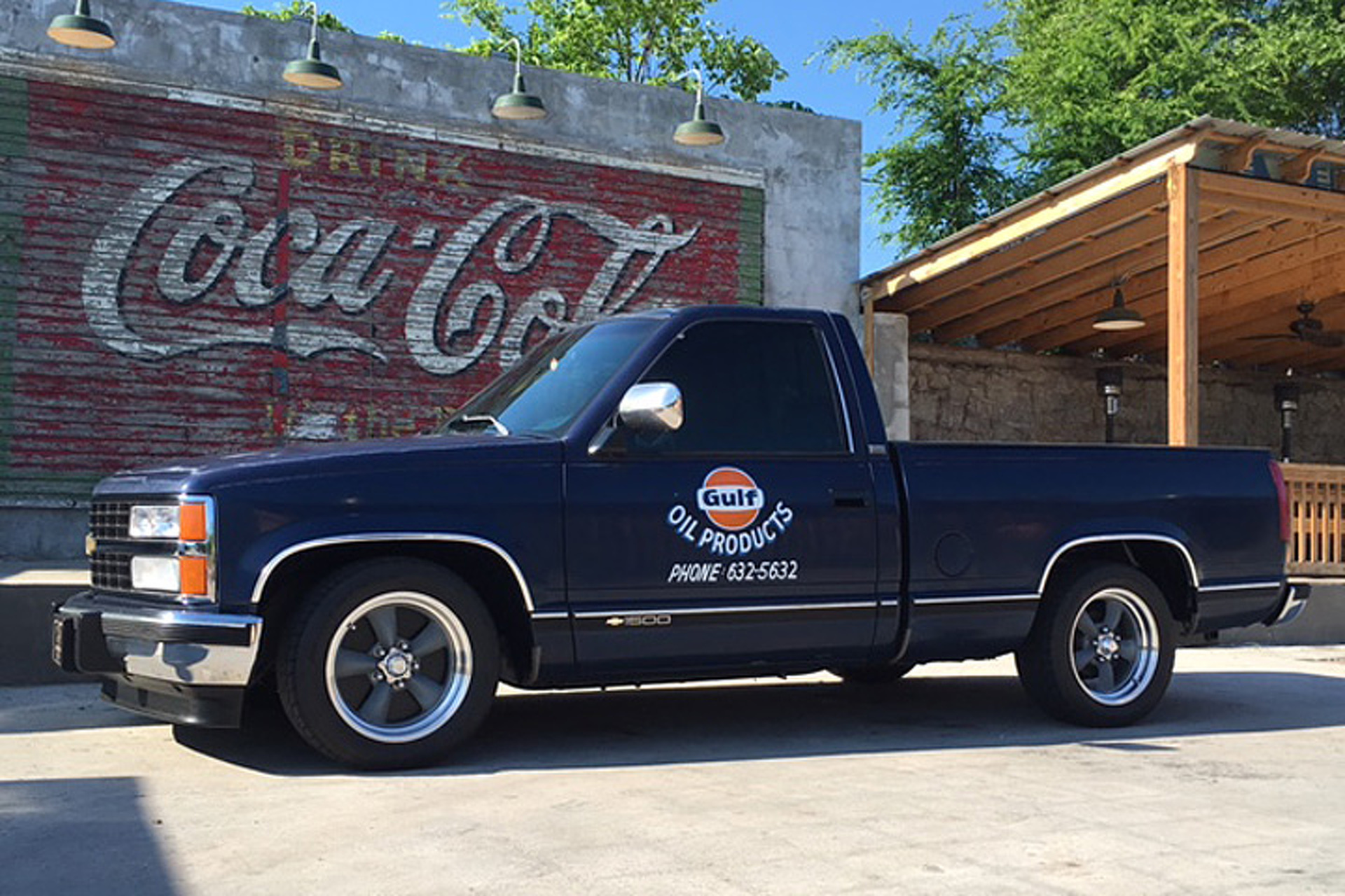 This '93 Chevrolet Silverado Restomod is a Tribute to Granddad