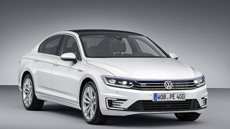 Volkswagen Passat GTE revealed ahead of Paris debut