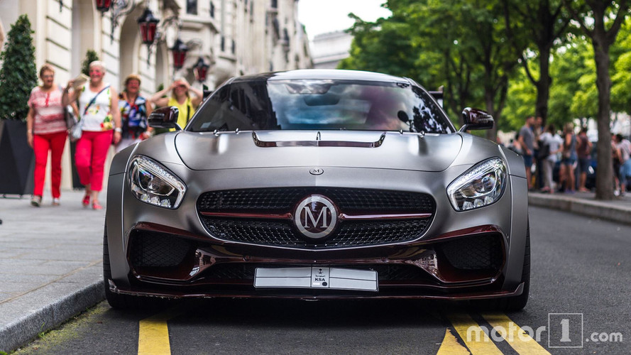 PHOTOS - L'unique AMG GT Mansory pose à Paris