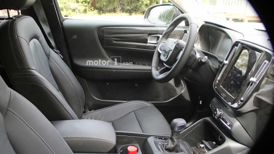 Flagra! - Volvo XC40 2018 tem interior revelado