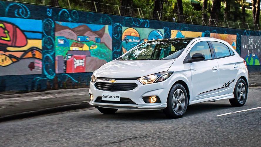 Teste rápido Chevrolet Onix Effect 1.4 - Jogada de efeito