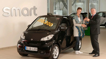 Delivery of 100.000th New smart fortwo