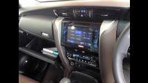 Interior revelado! Novo flagra mostra o Toyota SW4 2016 por dentro
