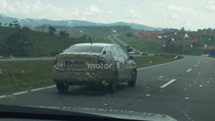 Furo mundial! Novo VW Voyage/Polo Sedan 2018 é flagrado primeiro no Brasil