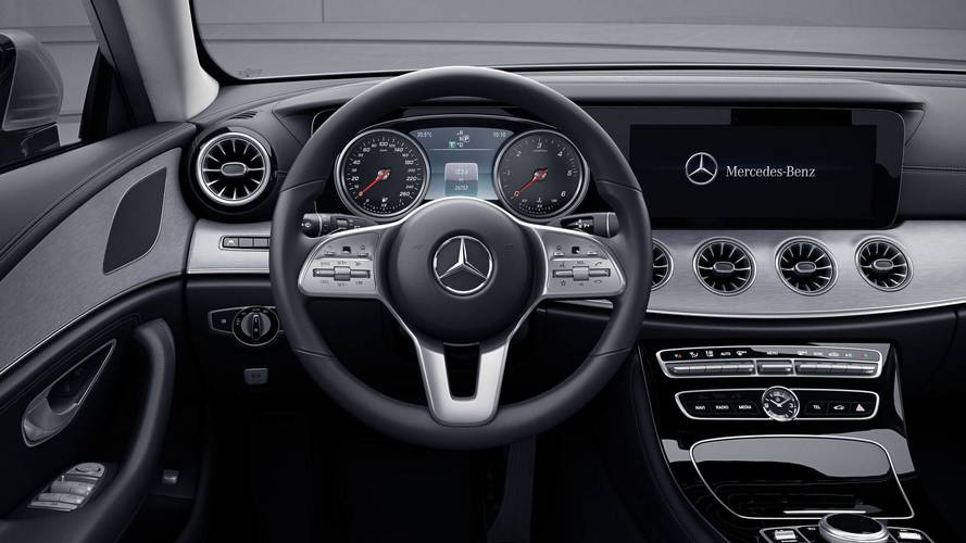 Mercedes CLS Serisi'nin analog gösterge paneline bir göz atın