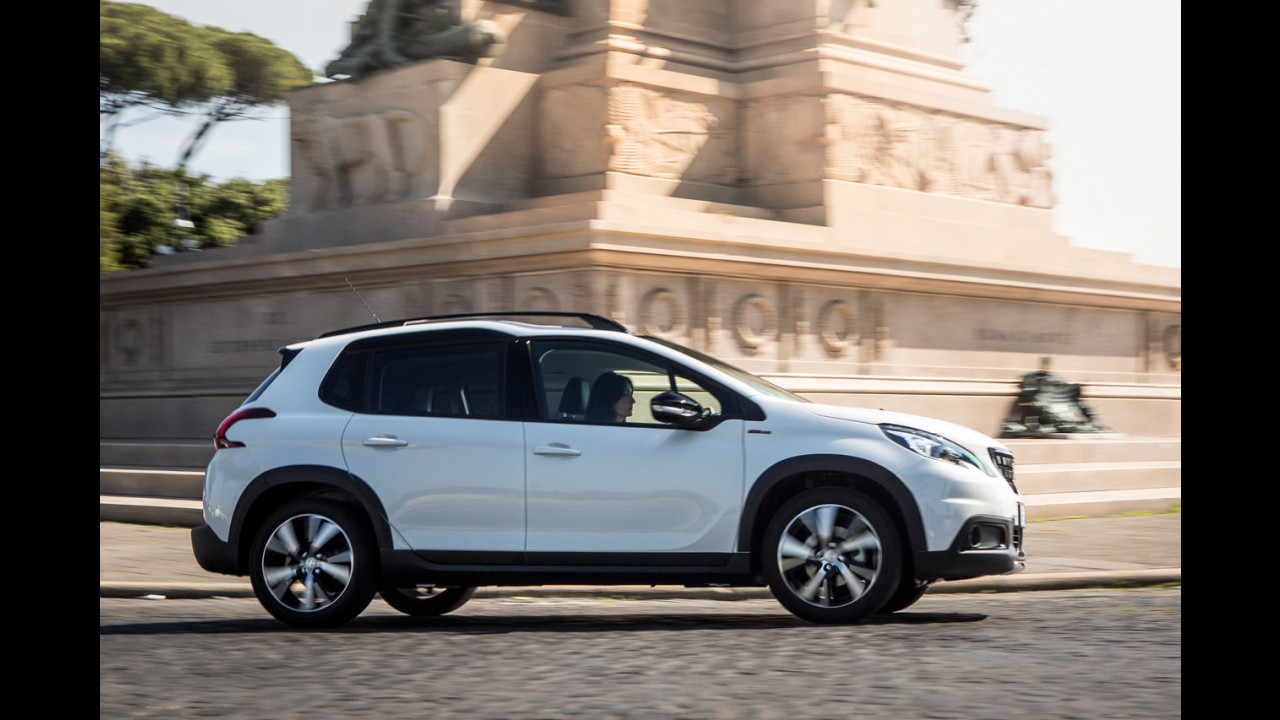 Peugeot 2008, la prova dell'Apple CarPlay