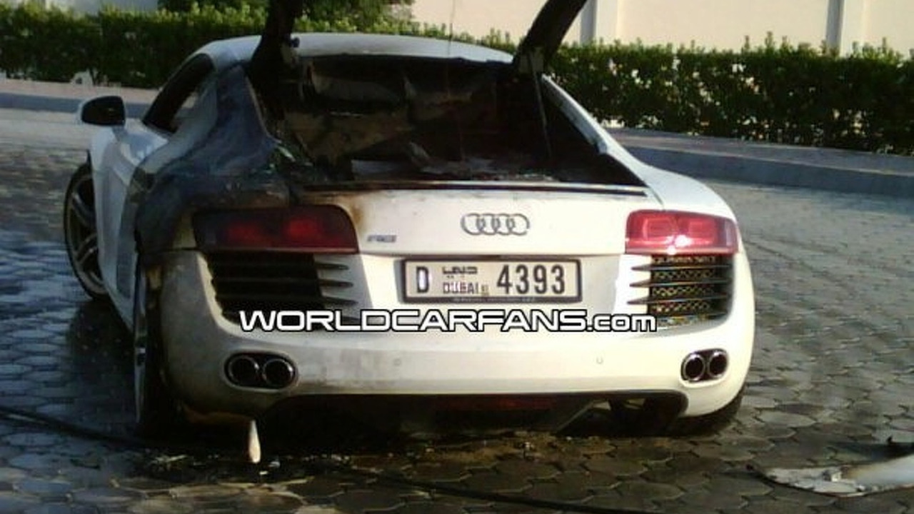 Audi R8 burned in Dubai