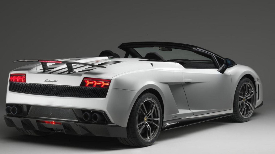Lamborghini Gallardo LP 570-4 Spyder Performante breaks out early
