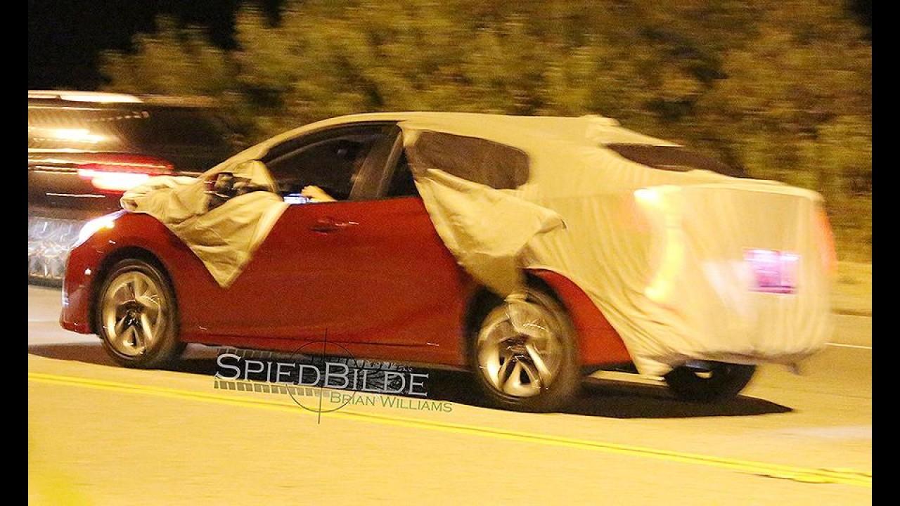 Flagra! Novo Toyota Prius, futuro nacional, é pego sem disfarces