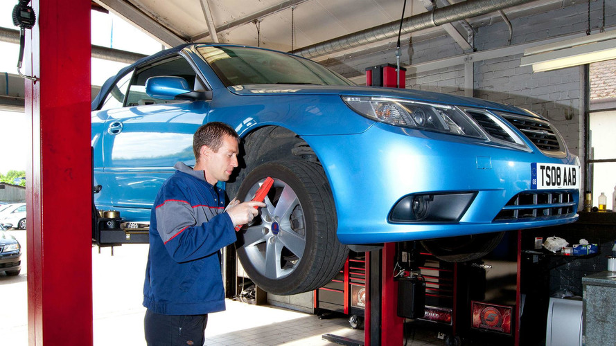 Half Of UK Drivers Fail To Check Bulbs Before An MOT