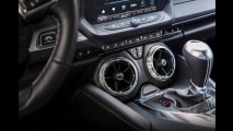 Veja todos os detalhes internos do novo Camaro 2016 - vídeo