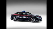Alfa Giulia Carabinieri vs Lamborghini Polizia
