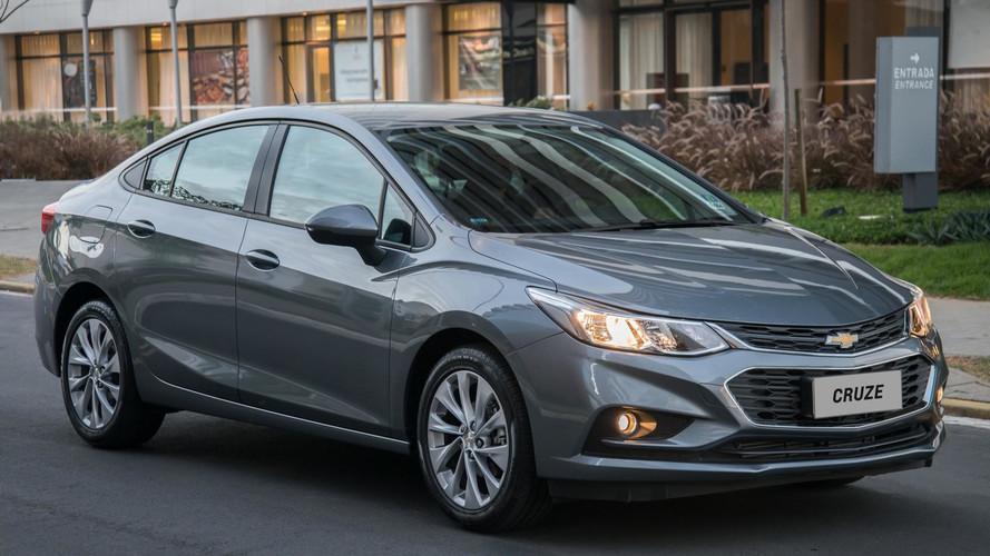 Chevrolet Cruze 2018 ganha motor argentino e repetidor de seta