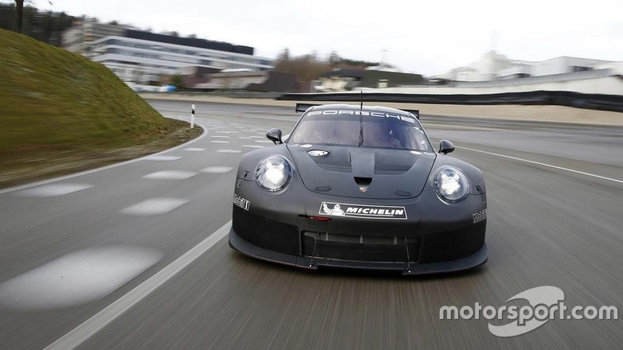 Porsche rolls out 911 RSR successor for 2017