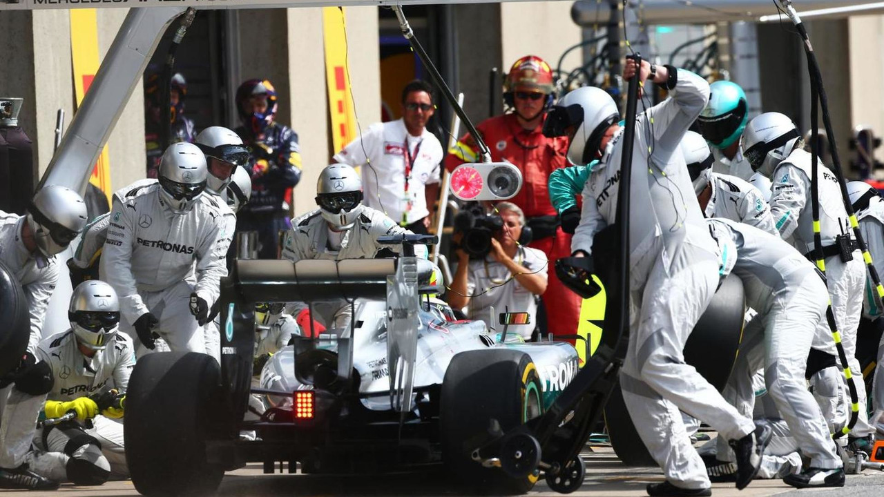 Lewis Hamilton (GBR) makes a pit stop, 08.06.2014, Canadian Grand Prix, Montreal / XPB