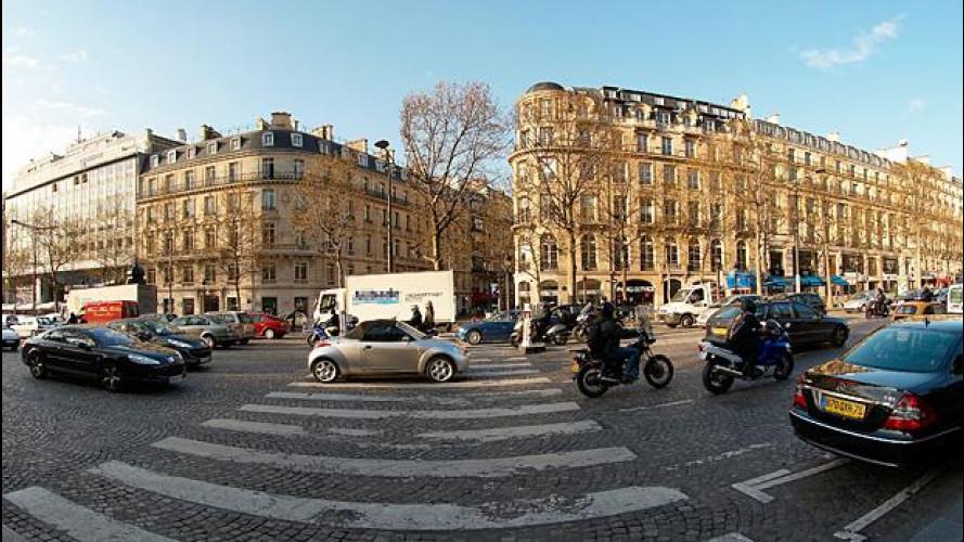Parigi ferma le auto più inquinanti