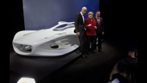 Mercedes cria escultura em comemoração aos seus 125 anos