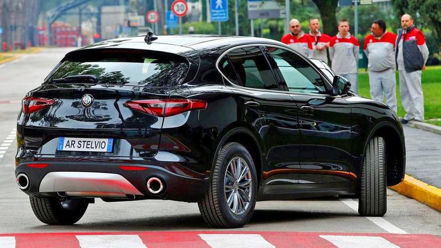 Alfa Rome Stelvio'nun standart versiyonunun yeni fotoğrafları ortaya çıktı