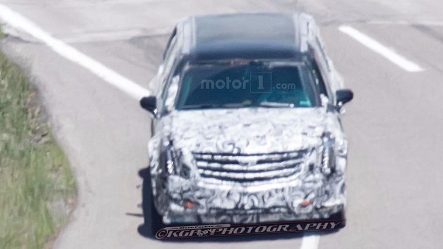 Limousine presidencial é flagrada em testes