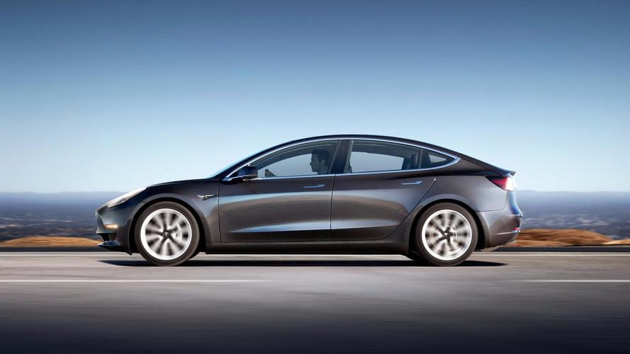 Tesla invite les premiers clients à configurer leur Model 3