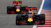 Daniel Ricciardo, Red Bull Racing RB12 and Daniil Kvyat, Red Bull Racing RB12