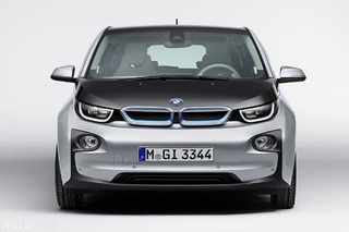 BMW Turning Street Lights Into Charging Stations