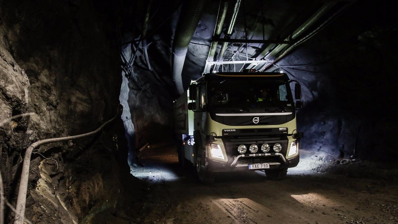 Self-driving Volvo FMX mine test